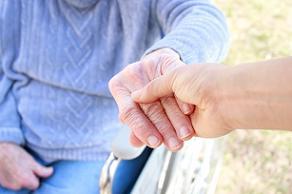 גורמים לפגיעה בניידות בקרב קשישים