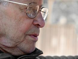טיפול בזריקות נגד ניוון מקולרי תלוי גיל