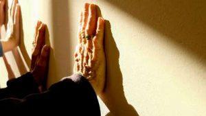איך לסייע לקשיש להסתגל לבית האבות?