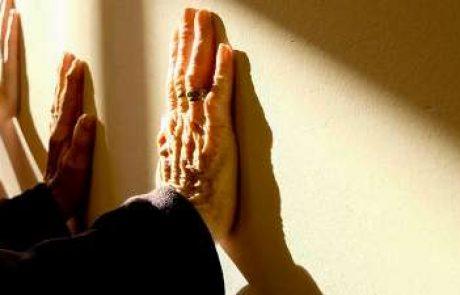 לסייע לקשיש להסתגל לבית האבות
